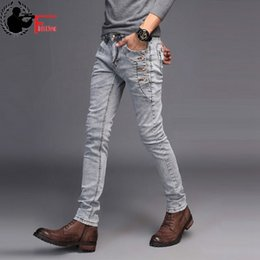 b15c6d0c06b17 Jeans Men Young 2018 Trend Trend Estilo coreano High Street Streetwear  Skinny Slim Fit Botón Denim Pant Male Trouser Black Blue