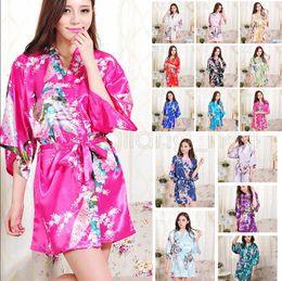 ce85cdfbdf 14 colores de seda de satén floral túnica mujeres kimono corto ropa de  dormir de la boda de la boda de dama de honor de seda mancha floral albornoz  AAA588 ...