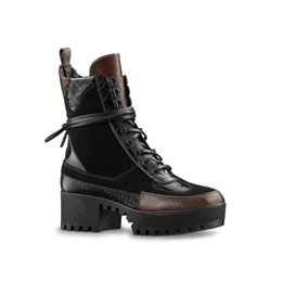 Chinese  Wholesale Luxury Designer Womens Leather Hiking Shoes desert Boot Winter Snow Boot platform boot Outdoor Work Boots Leisure Ankle Boots manufacturers