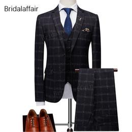 Maravillosos trajes para hombre conjunto Slim Fit modernos últimos pantalones  de diseño Plaid Black Groom Tuxedo traje de baile de fin de curso (chaqueta  + ... e157488781e
