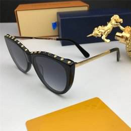 Green man charms online shopping - New fashion women sunglasses frame plate charming cat eye frame avant garde design style top quality uv protection eyewear with box