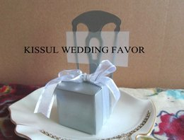 $enCountryForm.capitalKeyWord UK - 100Pcs Gold chair favors with Double Gold edge Ribbon and name cards for wedding gift box and chocolate box and Candy box