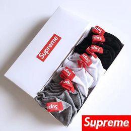 a79558ac13a17 Любители человек подарочная коробка короткие трубки носки хлопок чистый  цвет вентиляции антифрикционная дезодорация моды 6 шт. носки новый стиль