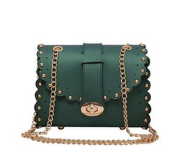 China Small Acrylic Purse Day Clutch Evening Purse Vintage Style Women Leather Handbag Designer Trunk Box Shoulder Bag suppliers