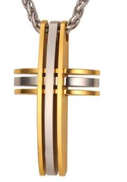 eaa97a390685 Cruz clásica colgantes para hombres joyas de acero inoxidable 316L nunca se  desvanecen 18 k chapado en oro cruz collar colgante cadena P546