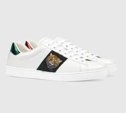 2106c08f3 2018 Novo Designer de Moda Cobra Imprimir para o Amor Sneakers Low Top  Homens De Couro Das Mulheres G G Sapato Casual preto branco s