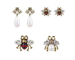 Wholesale Women Brand Fashion Cute crystal bees stud earrings female vintage pearl earrings enamel animal jewelry wedding brincos accessories