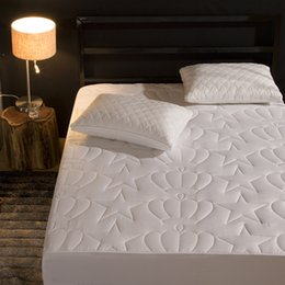$enCountryForm.capitalKeyWord Australia - 2018 New Product Crown Pattern Quilted Mattress Protector Pad Fitted Sheet Separated Water Bed Linens with Elastic 56