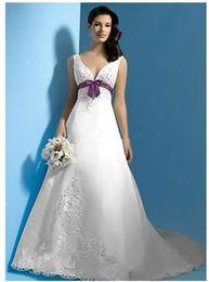 3ac31d1ee2 Mejores ventas en blanco y púrpura Satin A Line Vestidos de novia Nuevo  Sash Empire V Neck Appliques Bow Coloridos vestidos de novia Barrido de  encaje