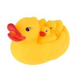 $enCountryForm.capitalKeyWord UK - 4pcs set Vinyl Cute Swimming Water Toys Rubber Lovely Mummy Baby Squeeze Sound Squeaky Ducks Bath Toy Kids Game Toys