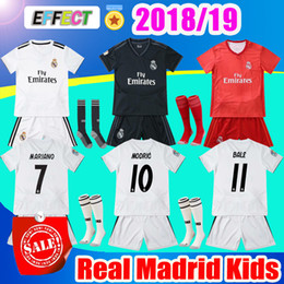 2019 Real Madrid Kids Kit Soccer Jersey 2018 19 Home White Away 3RD Red Boy  Child Youth Mariano ISCO ASENSIO BALE KROOS Football Shirts f0e9d4e26