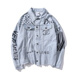 Venta caliente Otoño Amante Denim Casual Negro Azul Chaqueta Tops Cartas de los hombres de Impresión Old Streetwear Cowboy Chaqueta Tamaños M-2XL en venta