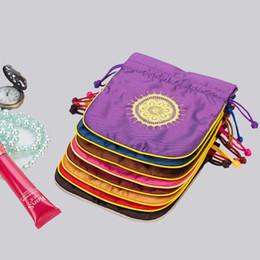 Venta al por mayor de Alta calidad 13 * 15 cm Slik joyas bolsas étnicas bolsas de regalo bolsas de cordón de seda joyas de navidad bolsas de muselina embalaje 12 unids