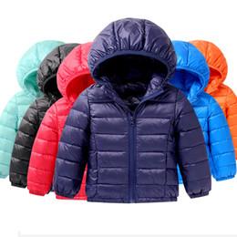 Venta al por mayor de Bebé Chaquetas de invierno Light Kids Duck Down Coat Baby Jacket para niñas niños Parka abrigos con capucha Puffer Coat