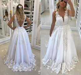 Wholesale Beautiful White Prom Dresses for Recepition with Bow Backless Lace Appliques Sexy V neck Evening Party Gowns Pearls Formal Gowns
