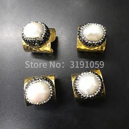 d9cab5fa7b59 El anillo de perlas de oro brillante es imprescindible para la fiesta del  anillo de zoom