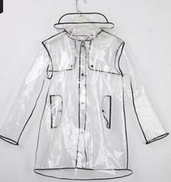 Arbeiten Sie transparente Regenmantelmann- und -frauenpaarmodelle weiches Poncho EVA im Freien um