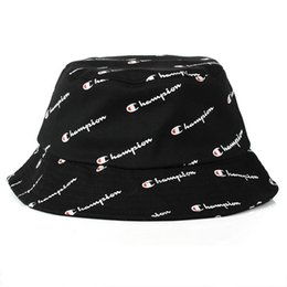 Ingrosso 2018 Fashion bucket cap Pieghevoli cappelli da pesca Beach Sun Visor Champion secchiello Cap Pieghevole uomo Bowler Cap per uomo donna