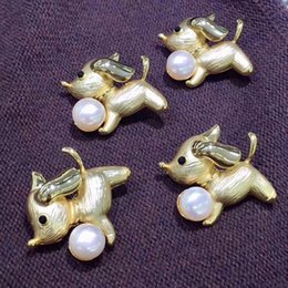 dog brooches 2019 - Cute puppy brooch Thick gold animal pearl brooch 2108 gifts in the year of dog new arrival 12 zodiac puppy pearl brooch