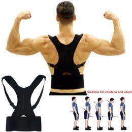 Ingrosso Correttore posturale regolabile Supporto per la schiena Cintura per spalle Fasciatura per corsetto posteriore Ortopedico Brace per postura scoliosi Correttore