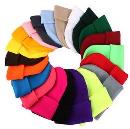 Venta al por mayor de 23 colores para hombre clásico para mujer para mujer Slouch Beanie de punto de gran tamaño Beanie Skull Hat Caps Lovers Kintted Cap Solid Beanie Caps