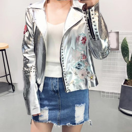$enCountryForm.capitalKeyWord NZ - Fashion Women Embroidery Faux Leather Coat Short Motorcycle Zipper Leather Jacket Cool Outerwear Winter Jacket