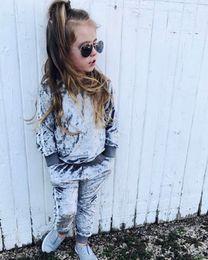 479230308c 2018 conjuntos de roupas de meninas do bebê crianças meninas duas peças  fatos de treino esporte terno conjuntos de veludo tops + calça primavera  outono ...