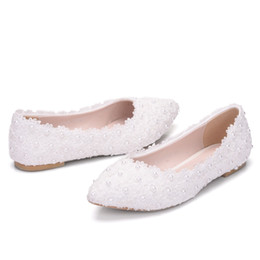 42a7af1c45 Weiße spitzenperlenschuhe online-2019 neue Art weiße Wohnungen Spitze  Hochzeit Brautschuhe Seide Schuhe Mutterschaft Wohnungen
