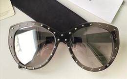 4ffa537aa1 2018 New Fashion Style Sunglasses Unisex Large Frame Shades Sunglass Italy  Designer Sun Glass Avant-garde Personality Sunglass With Box