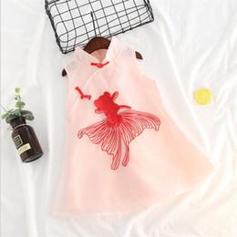 Venta al por mayor de Las muchachas chinas del vestido viste el goldfish qipao del bordado de la ropa del bebé 2018 las cheongsam sin mangas lindas del verano para los niños 2-8 de año