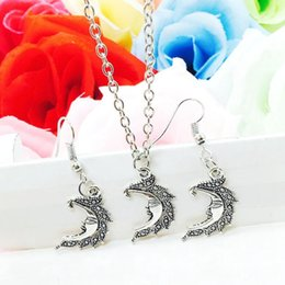 $enCountryForm.capitalKeyWord NZ - 2018 New Hot Popular Antique Silver Smile Moon Charm Pendant Necklace Earring Set Fashion Creative Women Jewelry Accessories Holiday Gift