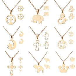 d31d1e3593e8 Cruz mariposa luna cisne colgante collar y aretes conjunto Conjuntos de  joyería de fantasía de acero inoxidable para las mujeres damas Conjuntos de  joyería ...