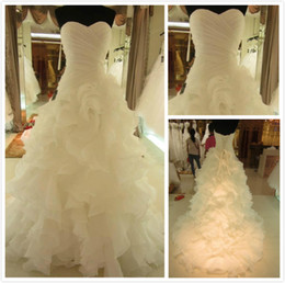 Images Brooch Flowers NZ - Top Luxury Strapless Tulle Mermaid Wedding Dresses Bridal handmade flower ball Gown Dress Wedding party Gauze Tulle Dress with big train W27