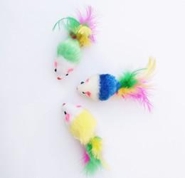 Красочные перо грит маленькая мышь кошка игрушка для кошки перо смешно играть собака кошка мелких животных перо игрушки котенок на Распродаже