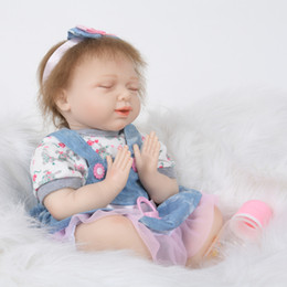 $enCountryForm.capitalKeyWord NZ - 22Inch Reborn Baby Doll Lifelike Alive Girl Doll Realistic Supernatural Doll With Beautiful Dress For New Year Gifts