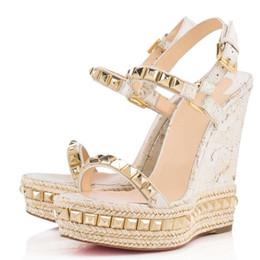 Femmes d'été talons hauts rouge bas Cataclou femmes sandales compensées avec des clous d'or dames bride à la cheville talons hauts avec boîte d'origine, sac à poussière
