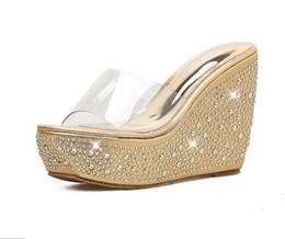 Venta al por mayor de Rhinestone de oro PVC transparente boda zapatos de mujer plataforma cuñas sandalias zapatillas de diseñador sandalias plata oro rosa