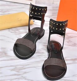 $enCountryForm.capitalKeyWord NZ - Popular Summer Luxury Ladies Canvas Gladiator Style Flats Shoes Golden Studs Nomad Sandal Ankle Wrap Party Sandals Fashion Ladies Shoes