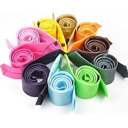 Новые Мужские Модные Стильные 5 см Тощий Сплошной Цвет Шеи Галстук Галстук 8 Цветов Вы Выбираете Цвета Бесплатная Доставка Gravata Corbata на Распродаже