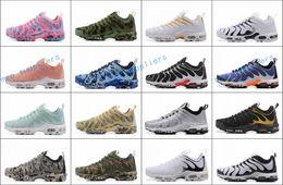 new arrivals 84e41 1145a Heiße 2018 Neue TN PLUS UltRa Männer Running Shoes für Billig AIR TN ShOes  Schwarz Weiß Mode Casual Korb Tn Requin Sport Chaussures