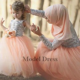 $enCountryForm.capitalKeyWord NZ - Silver Sequined Ball Gown Peach Tulle Flower Girls Dresses 2018 3D Handmade Flowers Cute Girls Pageant Dresses for Brithday Party 2018 Cheap