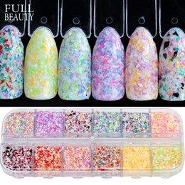 Ingrosso Completa bellezza 12 colori / set 3D paillettes per unghie irregolari fiore misto colore glitter in polvere per i fiocchi di gel UV Nail Art Decoration CHXH