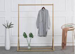 Vente en gros Porte-vêtements doré Porte-manteau en fer Porte-vêtements pour enfants Porte-vêtements pour femmes Porte-vêtements pour femmes