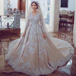 Fantastic Dubai Princess Wedding Dres Sparkly Sequins Beads Full Lace Applique Long Sleeve Gown Gorgeous Saudi Arabia Dress