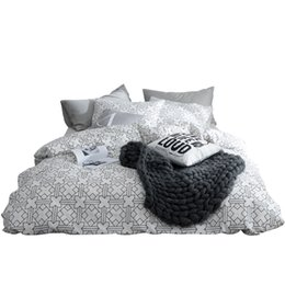 China TUTUBIRD white and black bed linen 100% coon modern brife plaid bedding set for man duvet pillow covers 4pcs queen Twin size supplier bedding for queen size beds suppliers