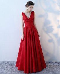 Großhandel Red Abendkleider Lange Satin Elegante A Line Abendkleider Falten V-Neck Lace Up Brautjungfer Kleider Auf Lager Günstige Formelle Kleidung