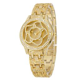 Rose Quartz Fashion Jewelry UK - Women's Crystal dressing wristwatch Luxury Brand Fashion Wreath Dial Wristwatches Gold Quartz Movement Watch Simple Rose Dial Montre Femme