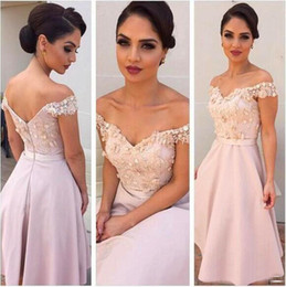 pink bridesmaid dressing gown silk 2019 - Pink Short Bridesmaid Dress 2016 Elegant Off Shoulder 3D Floral Appliques Knee Length Maid Of Honor Dress Custom Made We