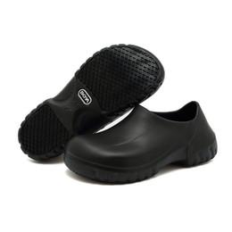 Venta al por mayor de Zapatos antideslizantes para mujeres Hombres Zapatos de trabajo antideslizantes negros para cocina Chef Slip On