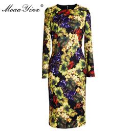 b8ff8a7d2 Moaayina diseñador de moda vestido de pasarela primavera mujer manga larga  hoja verde uva impresión de la fruta delgado elegante vintage vestido midi